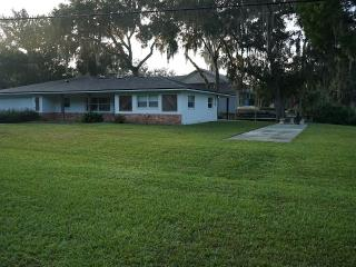 3 Bed 2 Bath Waterfront Home, Floating Dock, Kayak, Crystal River