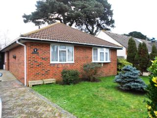 BOURNECOAST: BUNGALOW, IDEAL FOR FAMILIES - HB5811