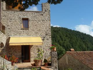 Charming apartment with superb views and terrace, Tortorella