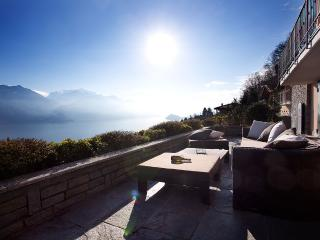Huge lake view terrace for relaxing, dining and sunbathing