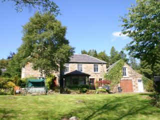 Isla View - beautiful riverside home, Glenisla