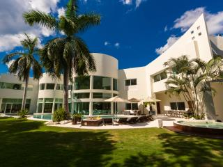 Villa Aqua, Luxury Vacation in Playa del Carmen