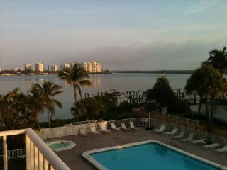 Beachfront Lover's Key Beach Club Newly Update, Fort Myers