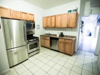 3 Bedroom Apartment 10 Min to Downtown, Chicago