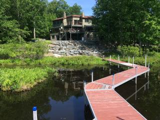 Great Lakehouse with Private Dock, Lackawaxen