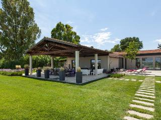 Modern villa, recently redecorated in Capalbio. The villa is perfect for 14 peop