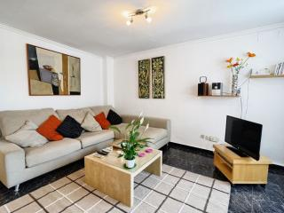 Romeu Botànic apartment in Extramurs – Botanic with WiFi, airconditioning (warm / koud) & lift., Valencia