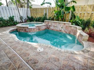 Walk to Beach & Town Townhouse w/ Heated Pool!
