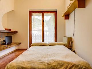 Divano letto aperto: un comodissimo letto matrimoniale.
