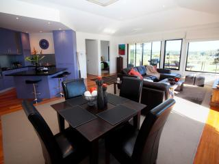 Hilltop Apartments - LUXURY SPA APARTMENT, Cowes