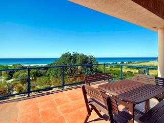 Sandpiper On The Beach, Absolute Beachfront House, Dunbogan