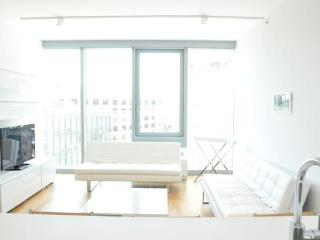 Luxury Three Bedroom Residence in Midtown, Nova York