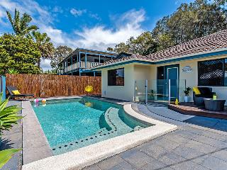 Foxtel, AC, wifi, Pets, 10min walk to beach, Pool table ~ Coolum Waves
