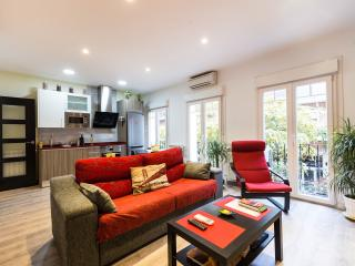 Bright Renovated Apartment + Parking