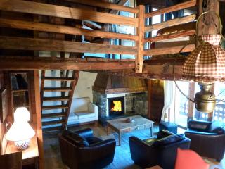 Chic Rustic chalet Fruitière 200m from ski lift.  With/without service