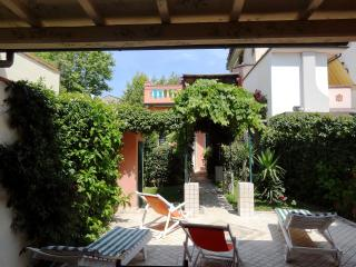Villino Lola - House & flat near beach with sun terrace and garden
