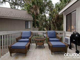 Oristo Lodge 362 - Adorable Efficiency Condo w/ Large Deck, Central Location, Edisto Island