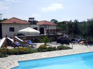 Villa Pounendes, Ciudad de Skopelos