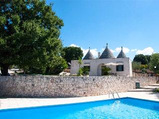 Trullo Olimpia with private pool, panoramic view, Locorotondo