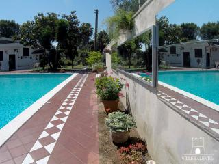Villa with large Pool, 4 bedrooms and 3 bathrooms