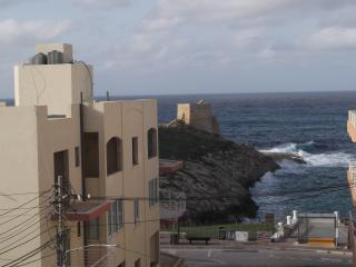 Large 1st Floor Corner Seaside Apartment, Xlendi