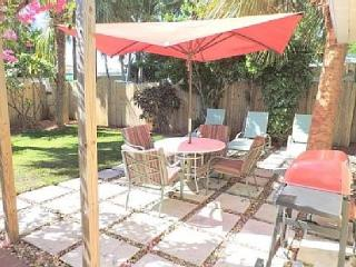 2BR 'Old Florida' Charm in Fort Lauderdale, Steps to the Beach! – Sleeps 8