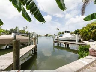 Madeira Beach Sleeps 6A 2Bdr Dock Waterfront