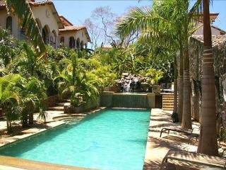 House in Gated Community, 2 Bd, 2 & 1/2 Bath, Pool, Sandy Beach, Tamarindo