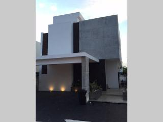3-Story New Villa with Pool, 3 Bedrooms, Cancún