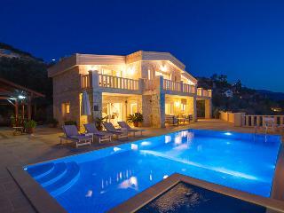 Villa Kral - Luxury Villa, 5 Bed, Sleeps 13, Pool, Kalkan
