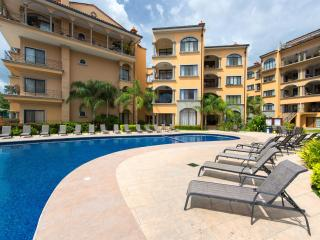 Pool Level Condo 2 Minutes From The Beach - [SR 50], Tamarindo
