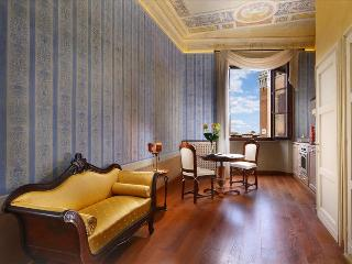 In the Heart of Stunning Siena, Tuscany, Delightful and Romantic Apartment for 2
