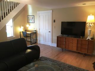 New Carriage House Apt Close to Downtown & Track!, Saratoga Springs