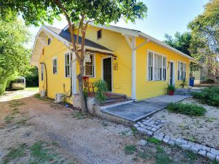 1 BR house (duplex-K) w/ yard, 1.miles to downtown, San Antonio
