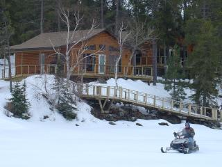 Deluxe Winter cabin rental on Lake of the Woods
