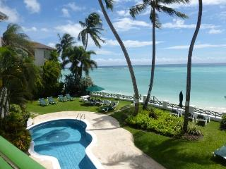 Beautiful Beachfront Apartment 14 Leith Court