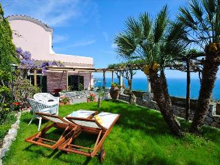 Sunny and elegant Villa with breathtaking views, Praiano