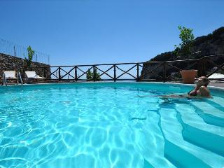 A554-Scenic Villa with swimming pool, Amalfi
