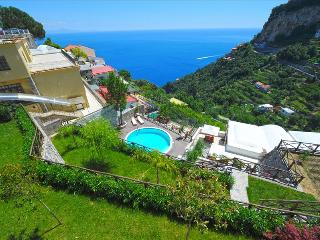 Cozy apartment with garden, Bbq and share swimming pool, Amalfi