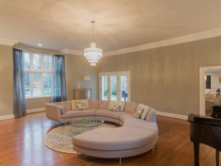 DC Manor- Exquisite 5 Bedroom House, Rockville