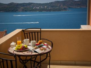 Apartments Nina - Two-Bedroom Apartment with Balcony and Sea View, Dubrovnik