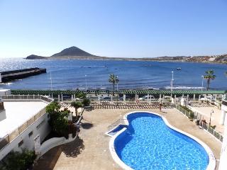Apartamento de 2 hab. con piscina y vistas al mar