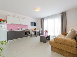 Villa Kabalero - Four-Bedroom Villa with Private Pool, Gruda