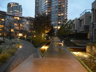 Elegant 2 Bed, 2 Bath Condo in Downtown Vancouver