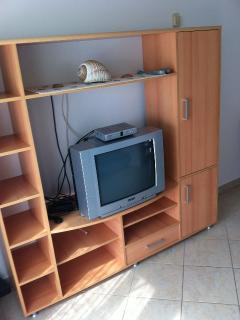 B(2+2): living room