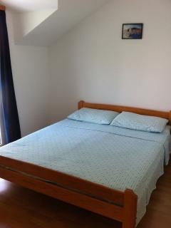 B(2+2): bedroom