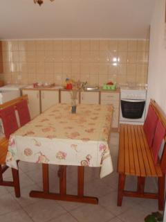 A1 potkrovlje(4+1): kitchen and dining room