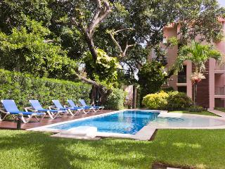 3BR Penthouse + JACUZZY in The ♥ of Playa!!, Playa del Carmen