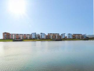 WATERWAY, all second floor, parking, balcony with furniture, in Llanelli, Ref. 920455