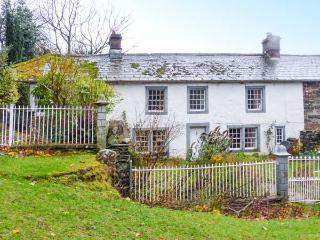 TOWNHEAD FARMHOUSE, semi-detached, woodburner, pet-friendly, private garden, Pooley Bridge, Ref 926852